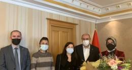 Beykoz İYİ Parti Kadınlar Gününde Binlerce Karanfil Dağıttı