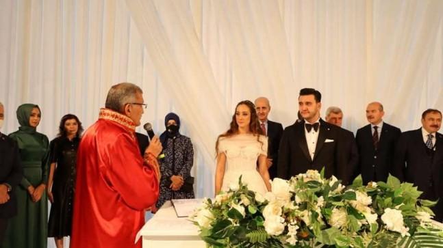 Belediye Başkanı Murat Aydın, oğlunun nikâhını kıydı